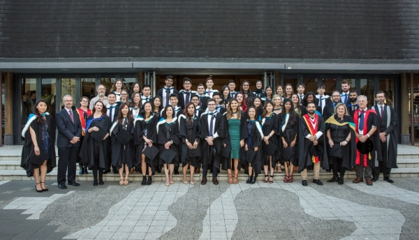 Image of SoVS 2016 graduates and academic staff